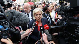 Marine Le Pen, le 1er mai 2018, à Cannes (Alpes-Maritimes). (VALERY HACHE / AFP)