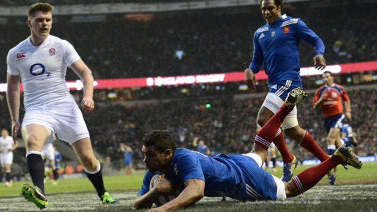 Wesley Fofafana a résisté à cinq plaquages avant d'aplatir, après une course de 60m, le premier essai du match contre l'Angleterre à Twickenham. Le XV de la Rose s'impose (23-13).