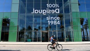 la société espagnole Desigual pratique le semaine de quatre jours. (JOSEP LAGO / AFP)