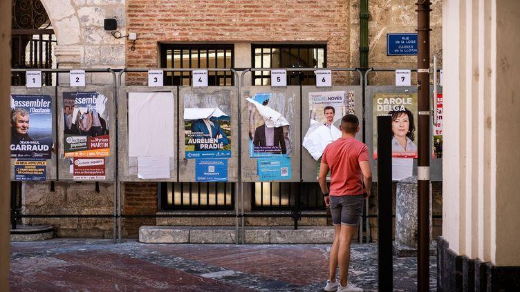 Des affiches électorales à Perpignan (Pyrénées-Orientales), le 7 juin 2021. (JC MILHET / HANS LUCAS / AFP)