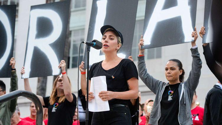 Lady Gaga devant la foule auPhillips Center, la principale salle de spectacle d'Orlando (Floride), le 13 juin 2016 (KEITH DURFLINGER / AP / SIPA)