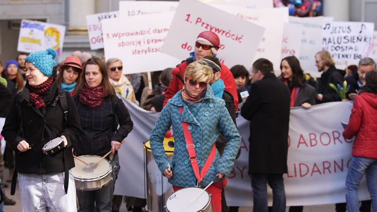 Manifestation en Pologne en faveur du droit à l'avortement et au mariage de couples du même sexe à Gdansk, pour la journée internationale du droit des femmes le 8 mars 2014. (CITIZENSIDE / MICHAL FLUDRA / CITIZENSIDE.COM)