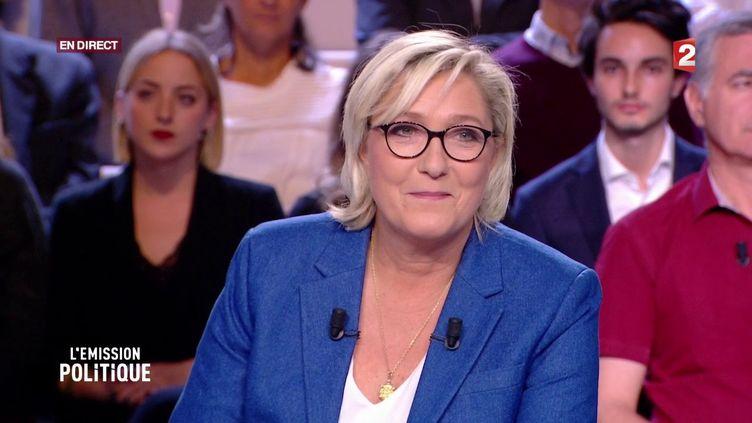 """Marine Le Pen sur le plateau de """"L'Emission politique"""", le 19 octobre 2017. (FRANCE 2)"""