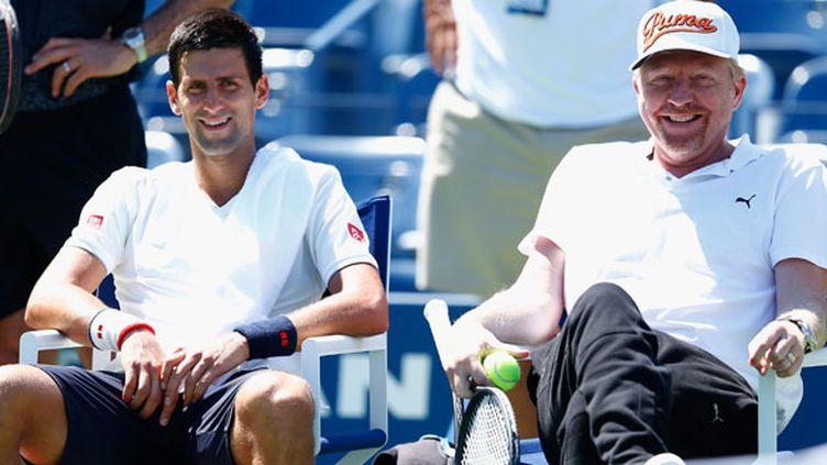 Boris Becker tout sourire à côté de Novak Djokovic, une image qui appartient désormais au passé