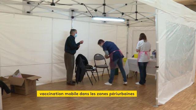 Covid-19 : dans les territoires ruraux de l'Île-de-France, un centre vaccinal mobile se déplace de village en village