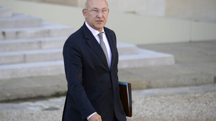 Le ministre du Travail, Michel Sapin, le 23 octobre 2013 à la sortie du Conseil des ministres, à l'Elysée. (MARTIN BUREAU / AFP)