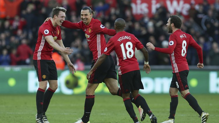 Manchester United retrouve le sourire (GEOFF CADDICK / AFP)