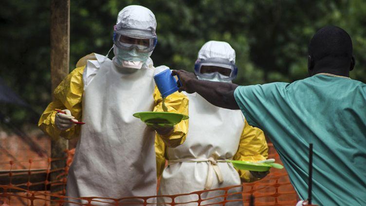 (Une équipe médicale de MSF à Kailahun, dans l'est de la Sierra Leone © REUTERS/Tommy Trenchard)