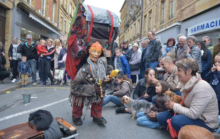 Pendant une dizaine de jours, les marionnettes sont partout dans la rue.  (A. Laudy / Photopqr / L'union de Reims/ MaxPPP)