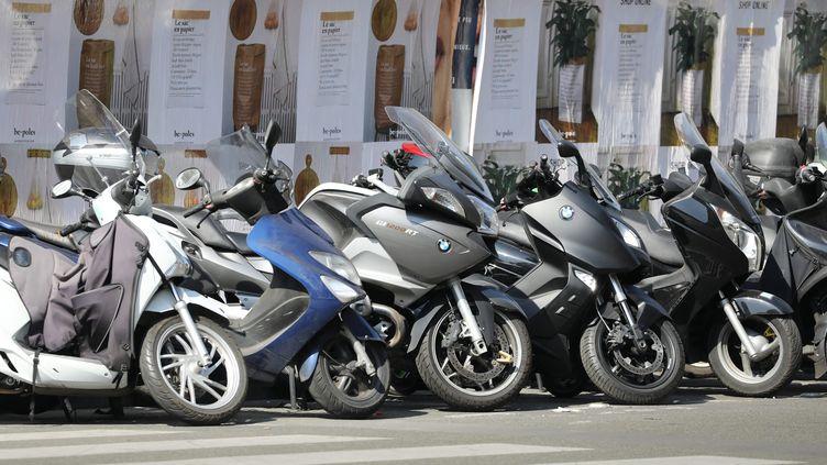 Des scooters stationnés dans les rues de Paris, le 16 septembre 2020. (MAXPPP)
