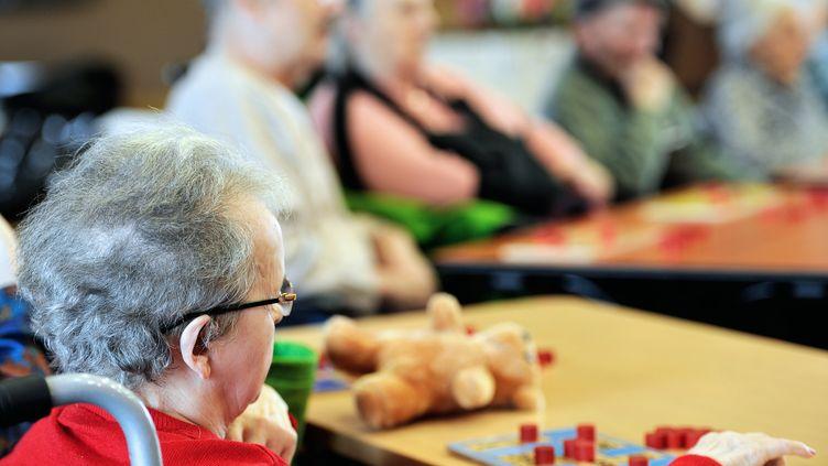 En 2060, 5 millions de Français auront plus de 85 ans. Un EHPAD à Toulouse (Haute-Garonne) utilise les nouvelles technologies pour améliorer le quotidien des personnes âgées dépendantes. (PHILIPPE HUGUEN / AFP)