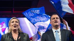 Marine Le Pen, présidente du Front national, et Louis Aliot, tête de liste FN aux régionales en Languedoc-Roussillon-Midi-Pyrénées, le 2 décembre 2015 à Nîmes (Gard). (MAXPPP)