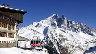 Trois skieurs se sont aventurés dans un itinéraire hors-pistes partant de la gare intermédiaire de l'Aiguille du Midi provoquant une avalanche samedi 31 samedi 2015. (JARRY-TRIPELON  / ONLY FRANCE / AFP)