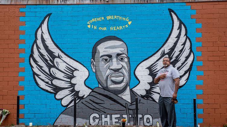 Une fresque murale dédiée à George Floyd (mort aux mains de la police le 25 mai 2020 à Minneapolis) réalisée à Houston (Texas, Etats-Unis), son lieu de naissance. Photo datée du 2 juin 2020. (SERGIO FLORES / GETTY IMAGES NORTH AMERICA)