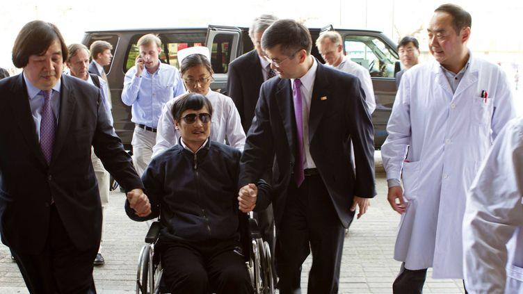 Le dissident chinois Chen Guangcheng, le 2 mai 2012. (AMBASSADE AMERICAINE A PEKIN / AFP)