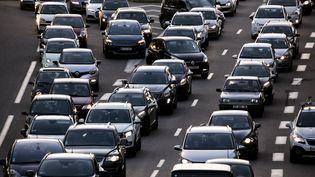 Des embouteillages sur une voie rapide en Île-de-France (illustration). (VINCENT ISORE / MAXPPP)