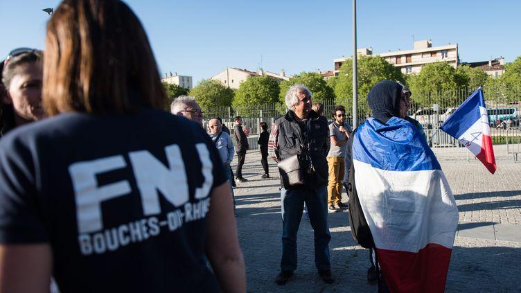 Des militants du FNJ assistent à un meeting de Marine Le Pen, le 19 avril 2017 à Marseille. (MAXPPP)