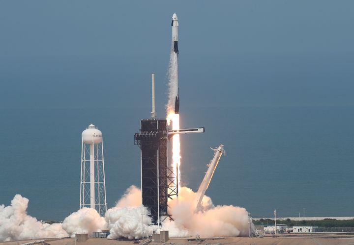 Décollage de la capsule Crew Dragon à bord de la fusée Space X à Cap Canaveral (Floride),le 30 mai 2020. (JOE RAEDLE / GETTY IMAGES NORTH AMERICA)