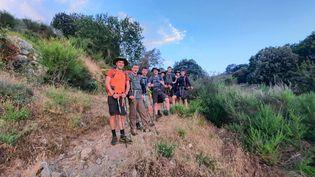 Un groupe de jeunes belges croisés sur la première étape du GR 20, entre Calenzana et Ortu di u Piobbu. Leur cri de guerre pour se motiver... Bière ! (BENJAMIN ILLY / RADIO FRANCE)