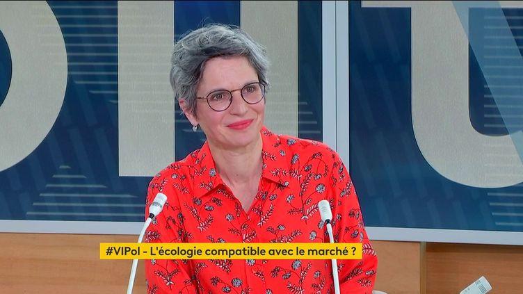 """Sandrine Rousseau, candidate à la primaire écologiste pour l'élection présidentielle,le 7 juin 2021,sur le plateau de """"Votre instant politique"""" sur la chaîne franceinfo. (FRANCEINFO)"""