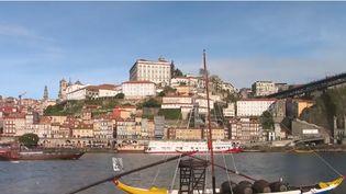 Le gouvernement portugais veut inciter ses expatriés à revenir au pays en promettant des avantages fiscaux. Le pays fait face au vieillissement de sa société. (FRANCE 2)