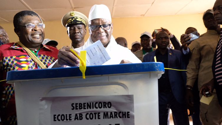 Ibrahim Boubacar Keïta a voté pour l'élection présidentielle au Mali, dimanche 29 juillet 2018. (NATHANAËL CHARBONNIER / FRANCE-INFO)