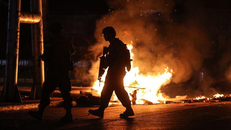 Des soldats patrouillent dans la ville deConcepcion (Chili), le 20 octobre 2019. (PABLO HIDALGO / AFP)