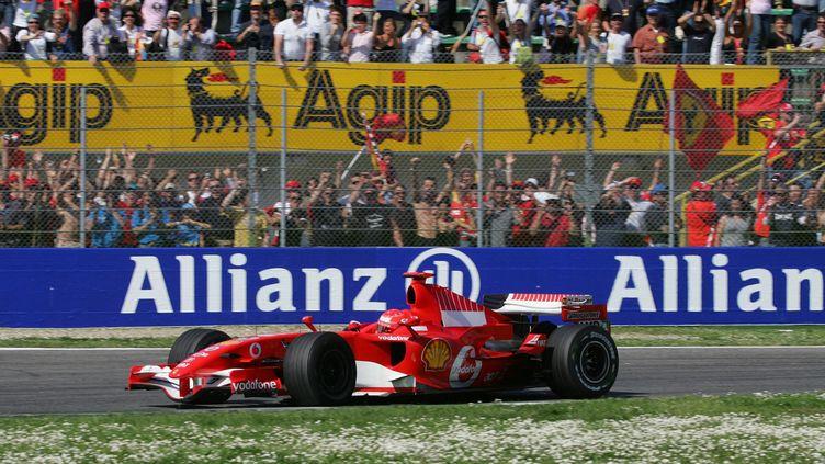 Michael Schumacher, vainqueur du Grand Prix d'Imola, le 23 avril 2006. (DAMIEN MEYER / AFP)