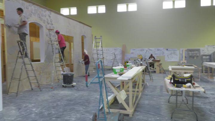 Les studios de Plessis-Pâté peuvent accueillir des ateliers de construction de décors. (TSF - Backlot 217)