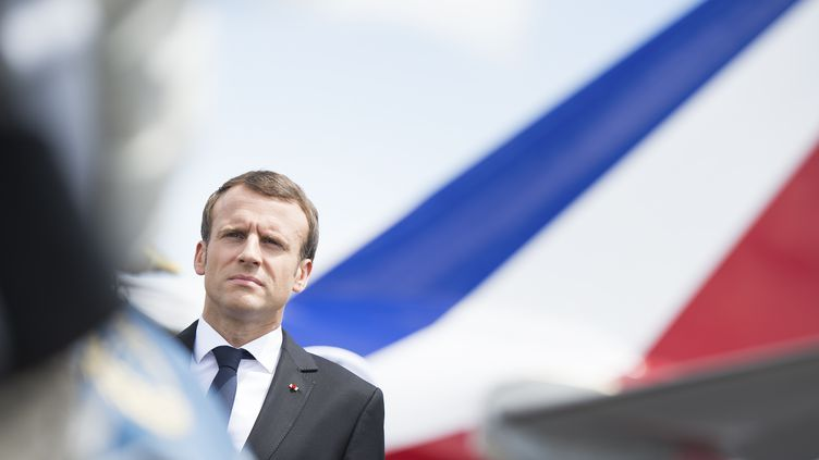 Le président de la République, Emmanuel Macron, arrive à l'aéroport de Cayenne (Guyane), le 26 octobre 2017. (ELIOT BLONDET / ABACA / REA)