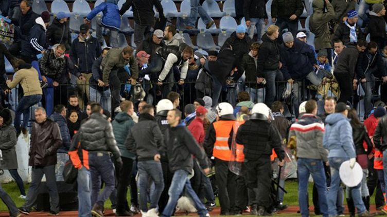 Incidents en tribunes durant le match Slovan-Sparta (SAMUEL KUBANI / AFP)