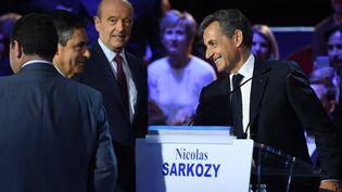 François Fillon, Alain Juppé et Nicolas Sarkozy, lors du deuxième débat pour la primaire à droite, salle Wagram à Paris, le 3 novembre 2016. (ERIC FEFERBERG / AFP)