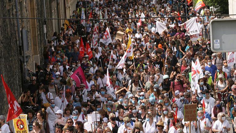 Manifestation des soignants à Grenoble pour une revalorisation de leurs salaires le 16 juin 2020. (FRANCK MEDAN / WOSTOK PRESS / MAXPPP)