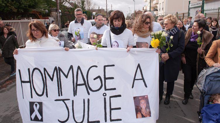 Une marche blanche s'est tenue samedi 9 mars à Vaires-sur-Marne en Seine-et-Marne en hommage a Julie Douib. (LAURENT PAILLIER / LE PICTORIUM / MAXPPP)