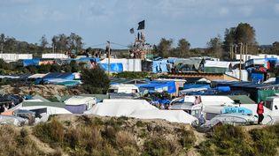 """La """"jungle"""" de Calais, le 17 octobre 2016. (DENIS CHARLET / AFP)"""