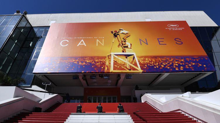 Le tapis rouge du Festival de Cannes vide, le 14 mai 2019. (CHRISTOPHE SIMON / AFP)
