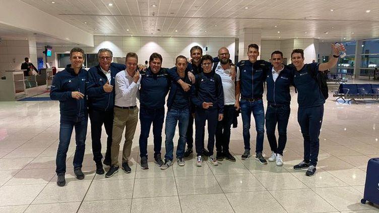 Les coureurs de Groupama-FDJaprès la fin de leur quarantaine aux Emirats, le 8 mars 2020. (GROUPAMA-FDJ / TWITTER)