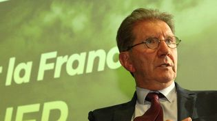 Le député LR Guy Tessier durant les élections législatives, à Marseille, en 2017. (VAL?RIE VREL / MAXPPP)