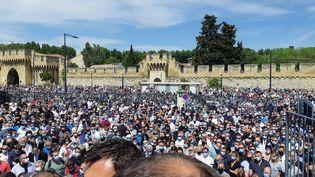 Plus d'un millier de personnes se sont rassemblées pour rendre hommage àÉric Masson (09 mai 2021). (JEROME JADOT/ RADIO FRANCE)