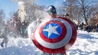 Un Américain déguisé en Captain America, le 24 janvier 2016 à Washington (Etats-Unis). (NICHOLAS KAMM / AFP)