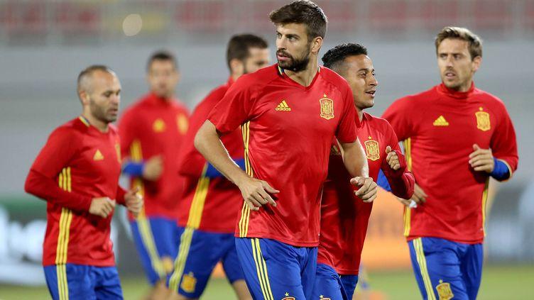 Gerard Piqué à l'entraînement avec ses coéquipiers espagnols