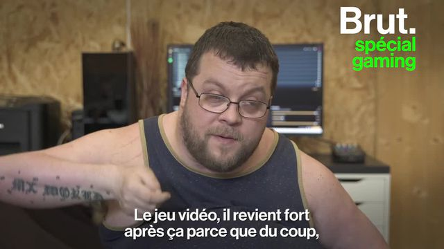 """Un accident de motocross a bouleversé sa vie. Tétraplégique depuis 12 ans, le streamer Anthony alias """"Sans les mains"""" raconte comment les jeux vidéo l'ont aidé à surmonter son handicap."""