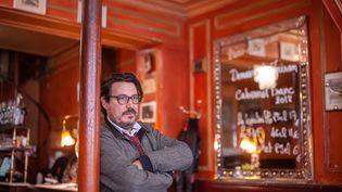 David Dufresne, journaliste français spécialiste des violences policières, au restaurant Polidor, rue Monsieur le Prince à Paris, le 9 octobre 2019. (ULYSSE GUTTMANN-FAURE / AFP)