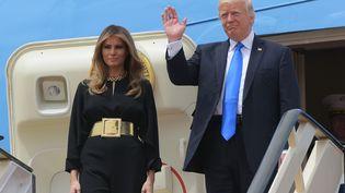 Melania et Donald Trump, à leur sortie de l'avion présidentiel, à l'aéroport deRiyad (Arabie saoudite), le 20 mai 2017. (MANDEL NGAN / AFP)