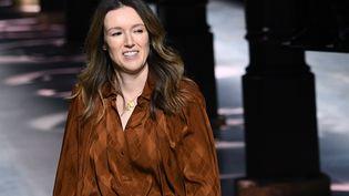 Clare Waight Keller, directrice artistique de la maison Givenchy, le 21 janvier 2020 à Pairs lors du défilé haute couture printemps-été 2020 (ANNE-CHRISTINE POUJOULAT / AFP)