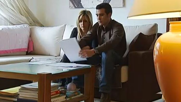 Capture d'écran - 19 mars 2013 -Déborah et Stéphane, les parents, pensent toujours que Nathan, leur bébé, n'aurait jamais du mourir après leur non acceptation à lamaternité de Port-Royal, à Paris ( FRANCE 2 / FRANCETV INFO)