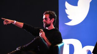 Le cofondateur de Twitter, Jack Dorsey, devant des étudiants de l'Indian Institute of Technology (IIT) à New Delhi le 12 novembre 2018. (PRAKASH SINGH / AFP)
