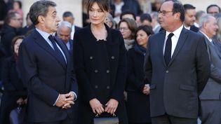 Nicolas Sarkozy, Carla Bruni et François Hollande, le 5 octobre 2018 à Paris lors de l'hommage national à Charles Aznavour aux Invalides. (CHRISTOPHE ENA / AFP)