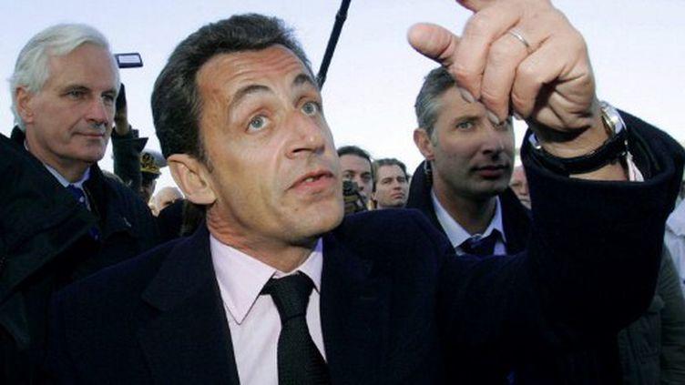 Nicolas Sarkozy, pris à partie par un pêcheur au Guilvinec (6 novembre 2007) (ANDRE DURAND / AFP)