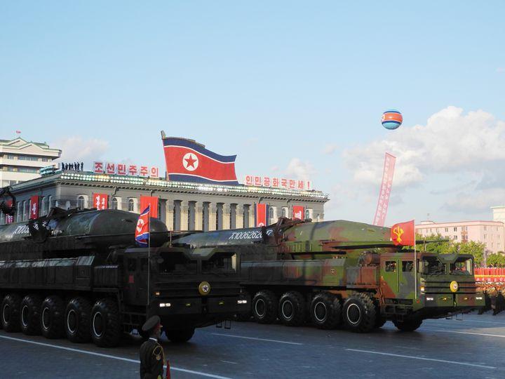 Un missile balistique intercontinental KN-08, présentélors d'une parade militaire à Pyongyang, le 10 octobre 2015. (JOERN PETRING / DPA)